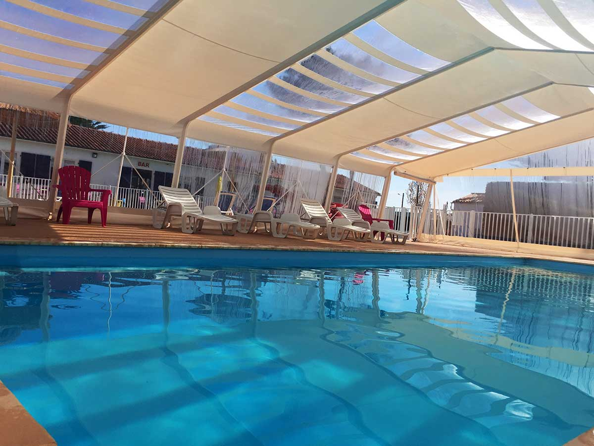 Camping 4 toiles les violettes camping la tranche sur mer for Camping gerardmer piscine couverte