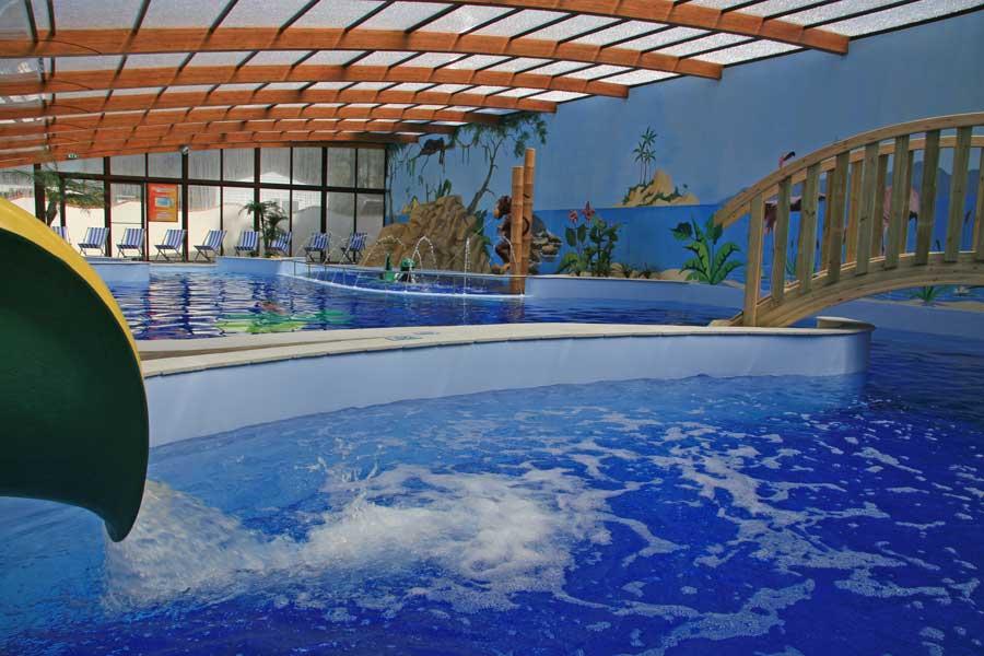 piscine couverte prs de la tranche sur mer