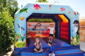 jeux gonflable au camping la grand'metairie