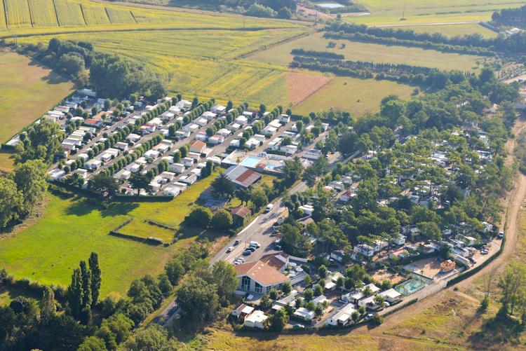 Vue aérienne du camping les Prises