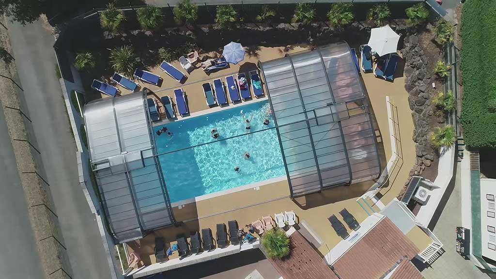 vue aérienne piscine camping la Frétille